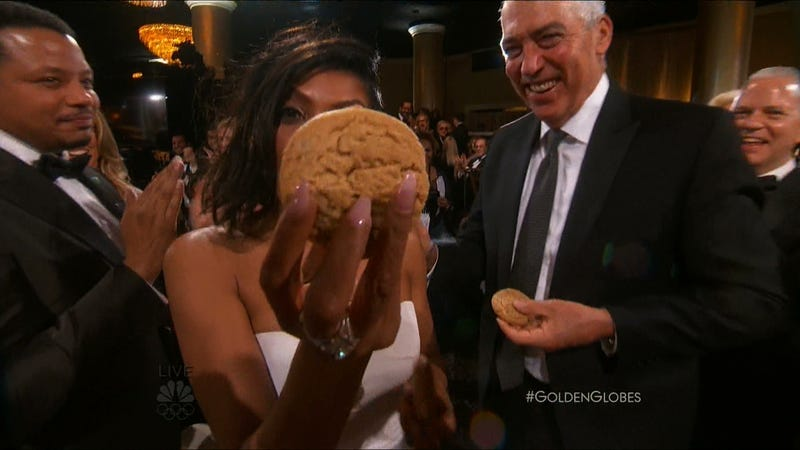 Illustration for article titled Taraji P. Henson Wins a Golden Globe, Gives Leonardo DiCaprio Her Cookies (Literally)