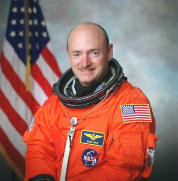 Illustration for article titled Gabrielle Giffords' Husband Will Go On Space Mission