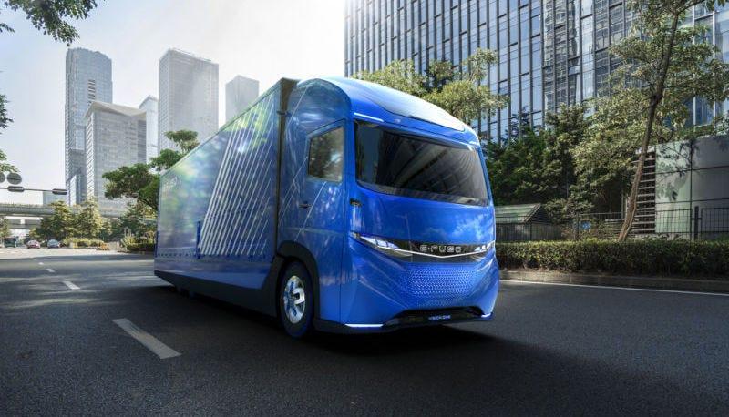 Illustration for article titled Daimler se adelanta a Tesla y presenta su propio camión eléctrico con autonomía de 350 kilómetros