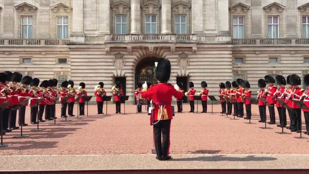 sef8ut6aqyv8mo0m4zmm - The Band of Welsh Guards Performed 'Respect' Exterior Buckingham Palace for Aretha Franklin's Funeral
