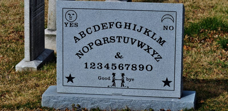 Illustration for article titled The Guy Who Patented the Ouija Board Has a Oujia Board Gravestone