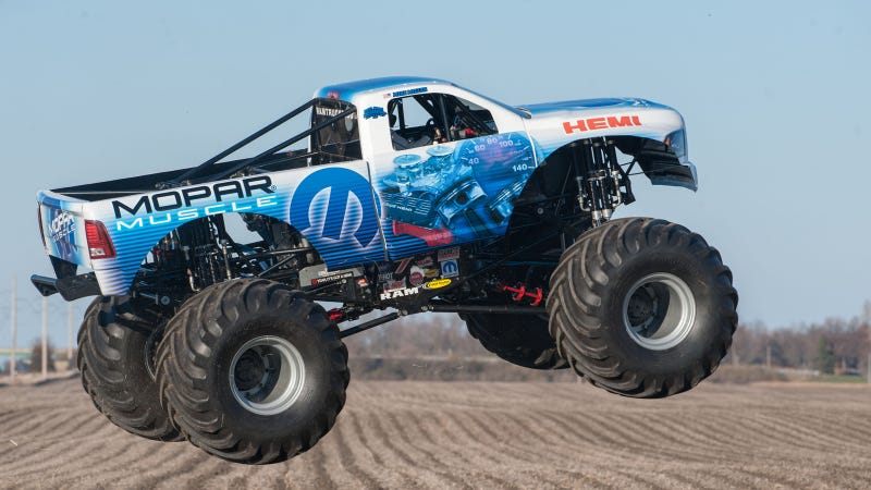 Illustration for article titled Mopar Commemorates 50 Years Of HEMI With A Massive Monster Truck