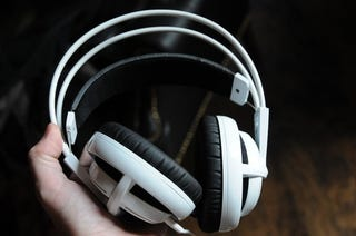 SteelSeries Siberia v2 Headset Practically Floats on Top of