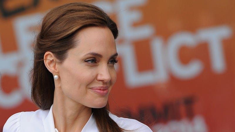 Illustration for article titled Angelina Jolie Has Been Named an Honorary Dame by Queen Elizabeth II
