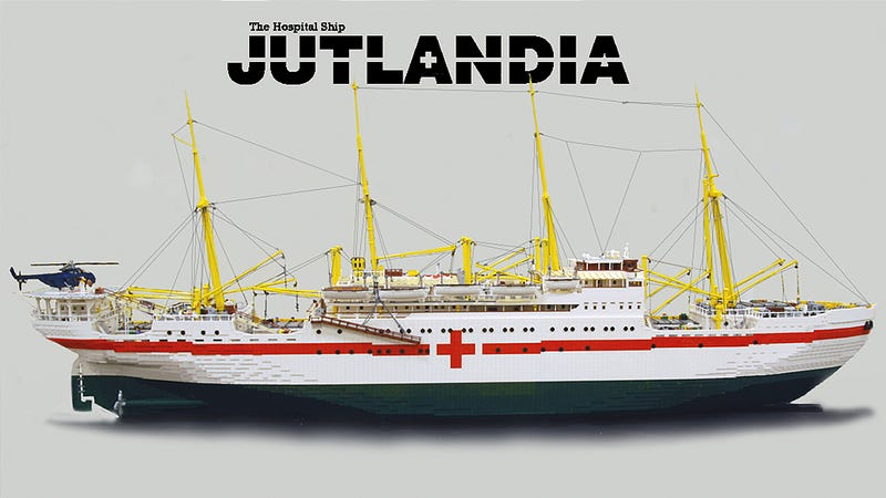 Illustration for article titled It took almost 100,000 pieces to build this 10-foot Lego hospital ship