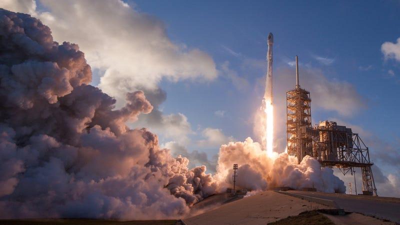 La misión más emotiva de SpaceX pondrá en órbita los restos de 300 personas fallecidas