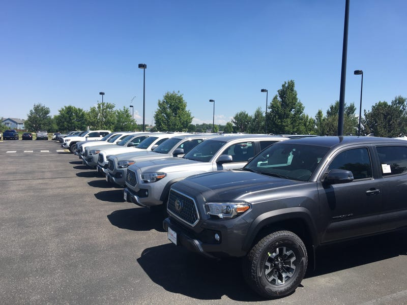 Illustration for article titled There are 15 Tacomas on this dealer lot. How many are manual?