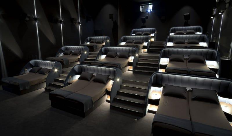 Illustration for article titled Un cine en Suiza cambia las butacas de sus salas por camas. ¿Qué puede salir mal?