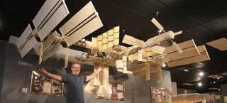 Illustration for article titled Man makes giant 13.4-foot-long space station with 282,000 matchsticks