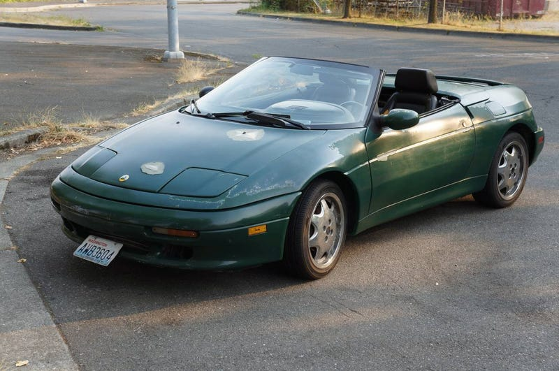 Illustration for article titled At $6,000, Could This Shabby Chic 1991 Lotus Elan Get Some of Your British Racing Green?