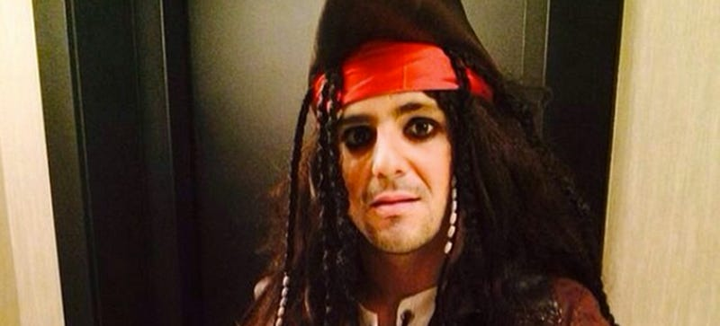 Illustration for article titled Here's Formula One Driver Felipe Massa Dressed Like A Pirate