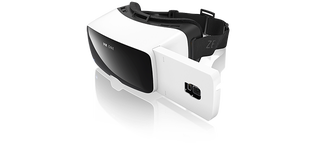 Illustration for article titled Zeiss VR One Is a $100 Virtual Reality Face Case For Your Phone