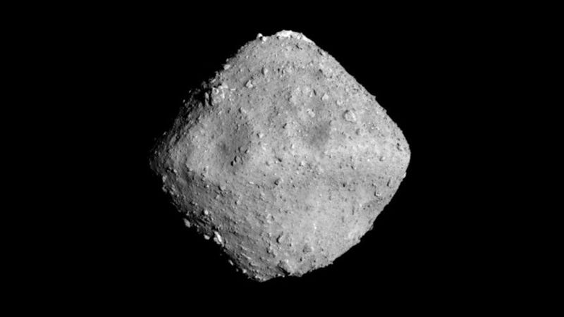 An incredible shot of the Ryugu asteroid, taken on June 26 by the Hayabusa2 probe.