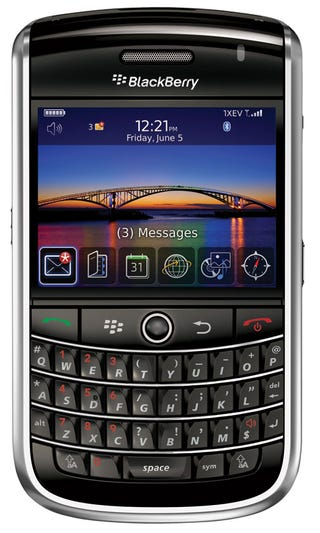 Illustration for article titled BlackBerry Tour Includes 3.2MP Camera, GPS and Lotsa Buttons