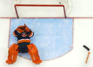 Illustration for article titled Rick DiPietro Gets Injured While On Injured Reserve