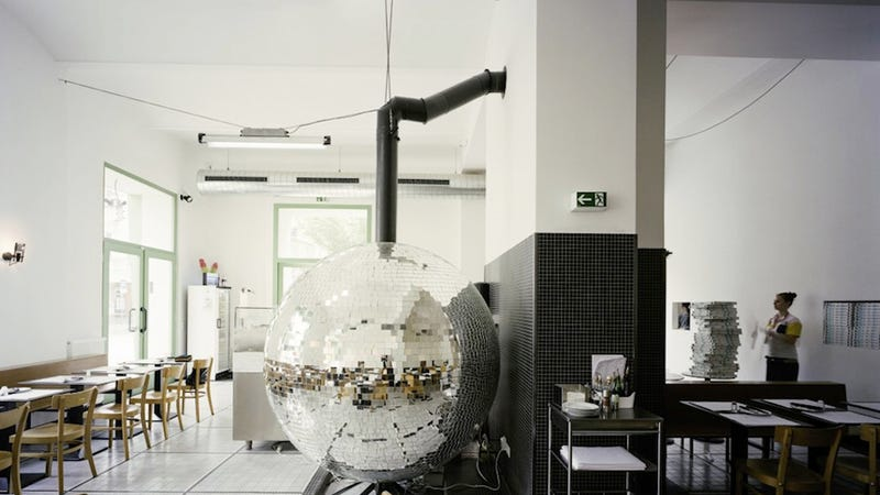 Illustration for article titled This Groovy Pizzeria Has Its Own Spinning Disco Ball Oven