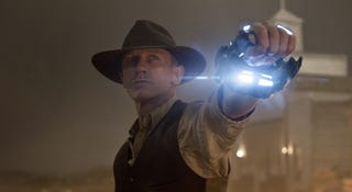 Illustration for article titled Cowboys & Aliens Trailer: It's COWBOYS fighting ALIENS
