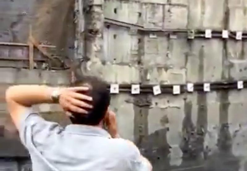Esto es lo que pasa cuando los anclajes de un enorme muro de contención fallan