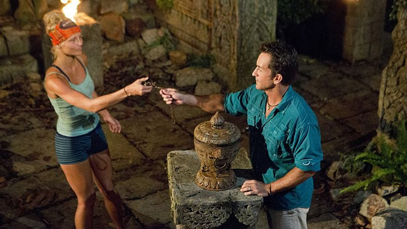 Kelley Wentworth plays an idol in Survivor: Cambodia