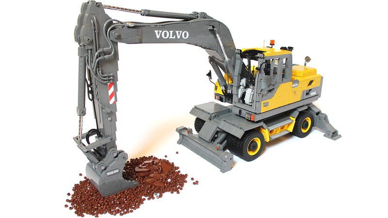 Illustration for article titled A Lego Volvo excavator so massive and detailed you can't see the studs