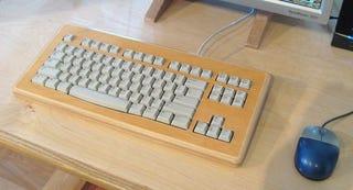 Illustration for article titled Build a Wooden Keyboard Enclosure