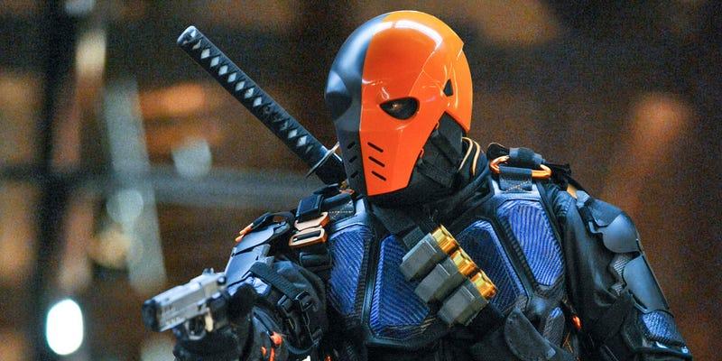 La versión de Deathstroke de la serie Arrow, interpretado de manera brillante por el actor Manu Bennett.
