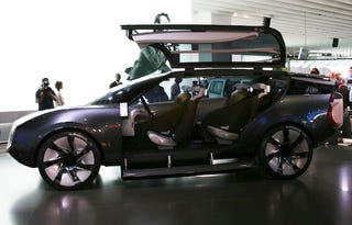 Illustration for article titled Renault Ondelios Concept Opens Huge Gullwing Doors Live