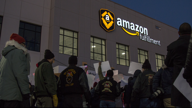 Illustration for article titled Hundreds March on Amazon Fulfillment Center in Minnesota