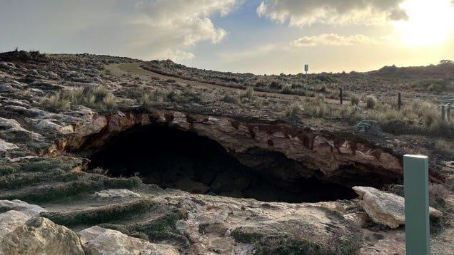 Huge Sinkhole Opens Up on South Australian Coast