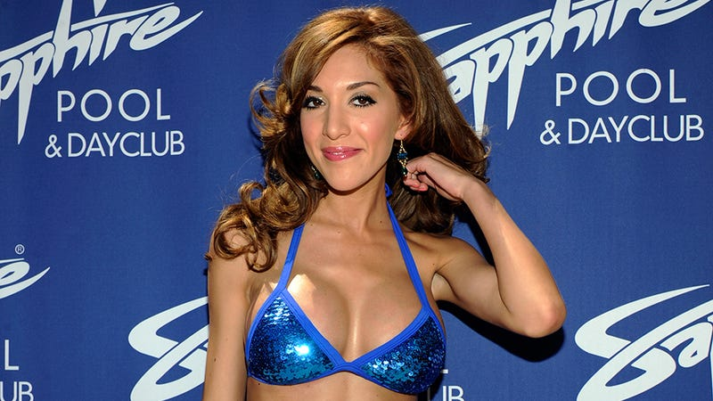 Illustration for article titled Future Surgeon Farrah Abraham Tries, Fails To Burn Co-Star on Twitter