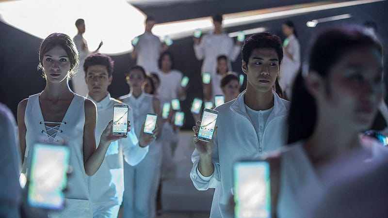 Models showcase Samsung Galaxy S6 and Galaxy S6 edge during the new products press conference at Hullett House in Tsim Sha Tsui District on April 1, 2015 in Hong Kong.