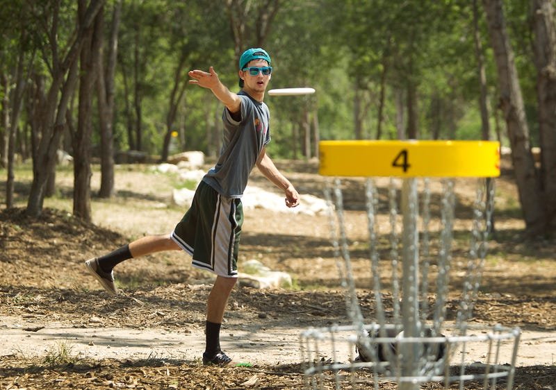 Illustration for article titled Anybody play disc golf?