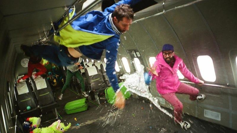 """Illustration for article titled Así se hizo el videoclip de OK Go: en """"gravedad cero"""" y rodeados de cosmonautas rusos"""