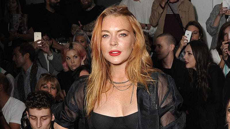 Illustration for article titled Lindsay Lohan Reportedly Kicked Out of a Bar for Making Racist Comments, Spitting on Someone