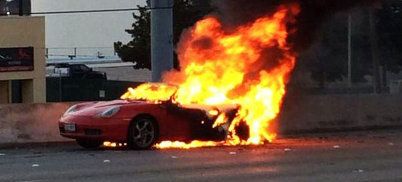 Illustration for article titled Porsche Boxster Burns Like An Italian Exotic, Shuts Down Houston Freeway