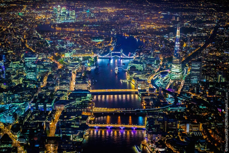 Illustration for article titled These ridiculously detailed aerial photos of London are so stunning