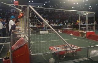 Illustration for article titled Breakaway: High-Schooler-Designed Robots Play Gauntlet Soccer