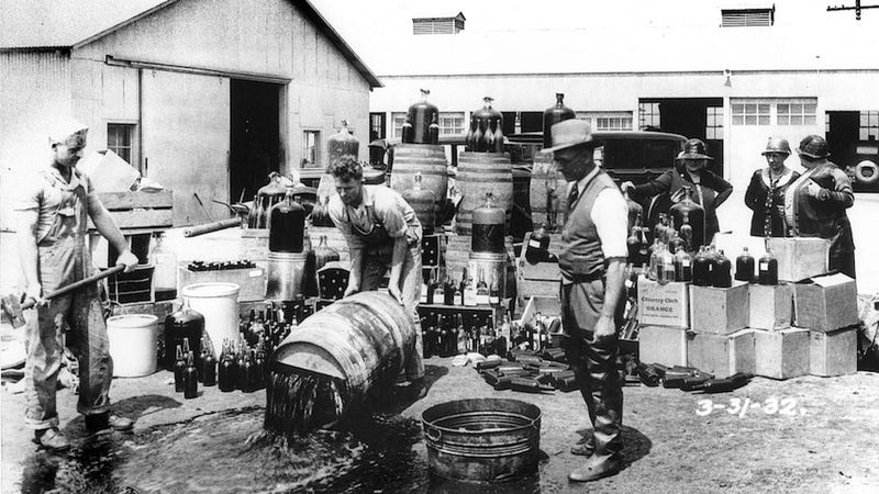 Illustration for article titled Boozy Snapshots of American Life Under Prohibition