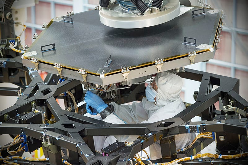 Illustration for article titled The James Webb Space Telescope's First Mirror Has Been Installed!