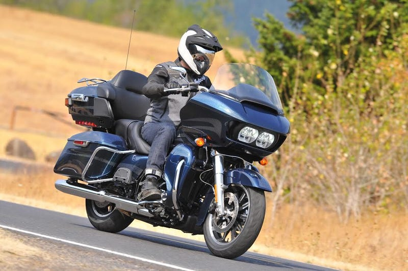 Illustration for article titled The Harley-Davidson Road Glide Ultra Is A Nickelback Album In Bike Form