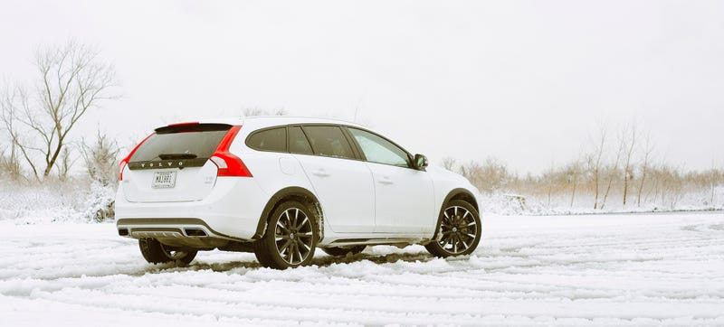 Illustration for article titled What Do You Want To Know About The 2016 Volvo V60 Cross Country?