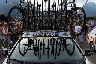 Illustration for article titled 2010 Tour De France: Carbon Fiber And Roof Racks