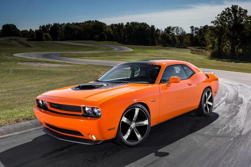 Illustration for article titled Chrysler Brings Back The Shaker Hood Scoop Amidst Explosive Retrogasm