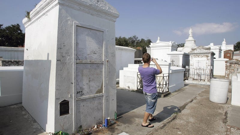 Illustration for article titled It Takes a Brave, Stupid Soul to Vandalize Marie Laveau's Tomb