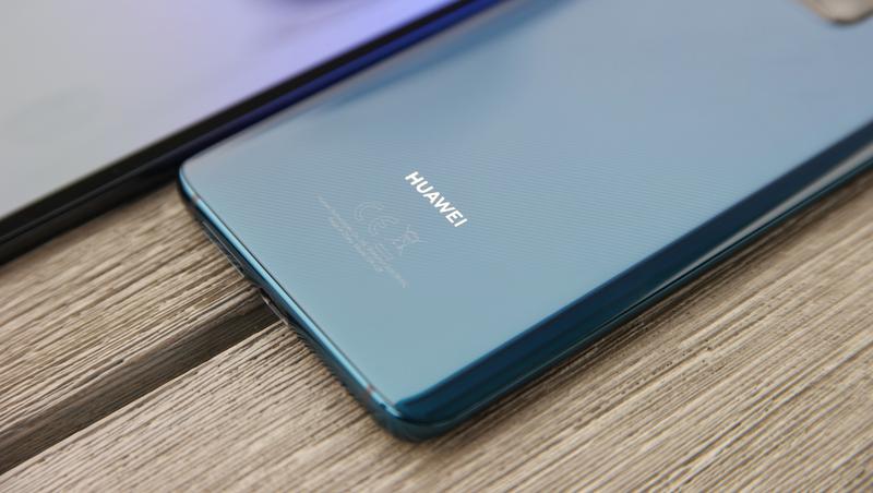 Illustration for article titled Huawei castiga a dos empleados que tuitearon desde un iPhone con una bajada de sueldo de $720