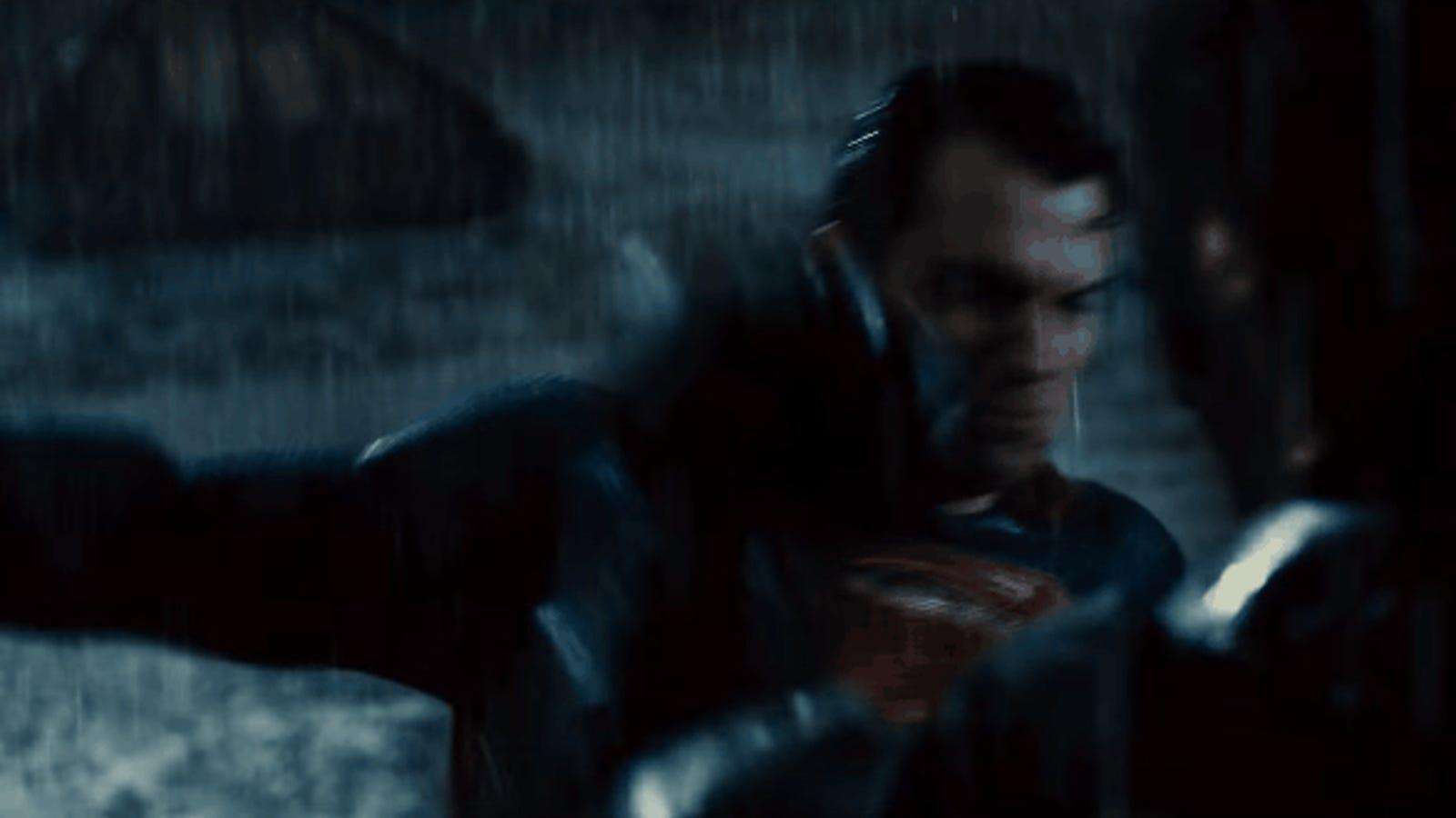 La batalla entre dos superhéroes comienza en el tráiler final de Batman v Superman