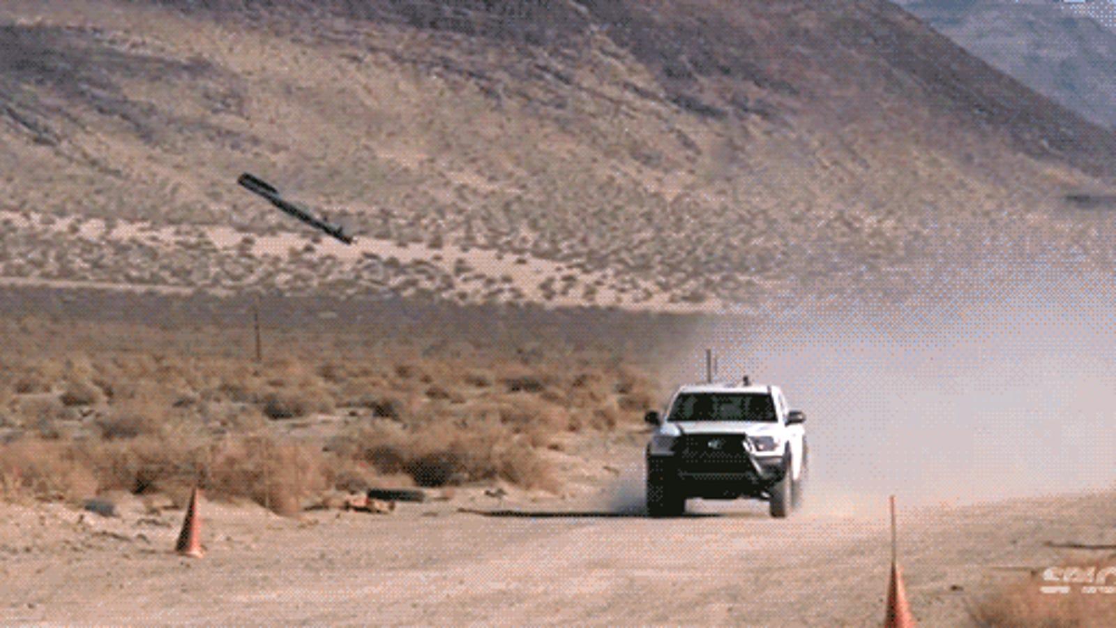 Cómo impacta un misil teledirigido en su objetivo, a cámara superlenta