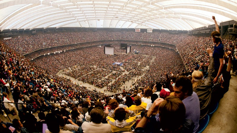 The famous fish-eye shot of the Pontiac Silverdome during WrestleMania III.