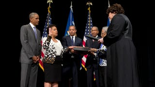Illustration for article titled Loretta Lynch Is Sworn in BySonia SotomayorAs 83rd AttorneyGeneral