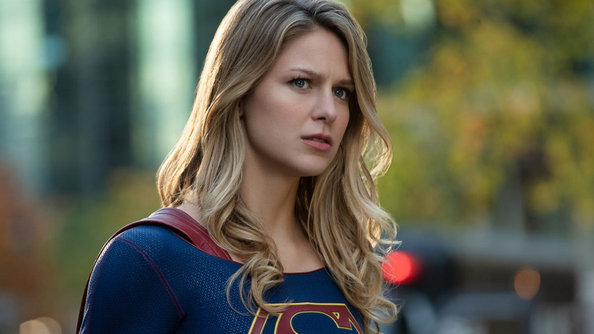 """Supergirl wraps up """"Elseworlds"""" by teasing an even bigger"""